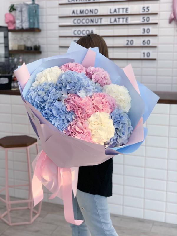 Ніжний монобукет 'Хмарина гортензій' від Kiwi Flower Shop