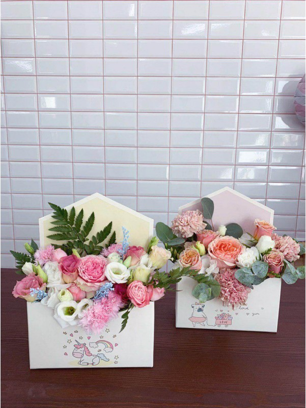 Картонный конверт с цветочным наполнением 'Sincere letter' by Kiwi Flower Shop