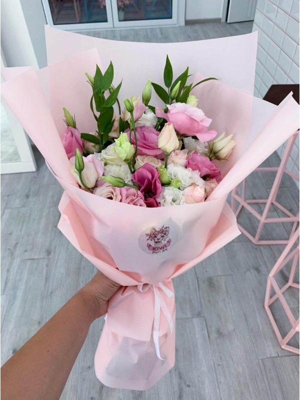 Комбінований букет з еустоми та троянд 'Літо в букеті' від Kiwi Flower Shop
