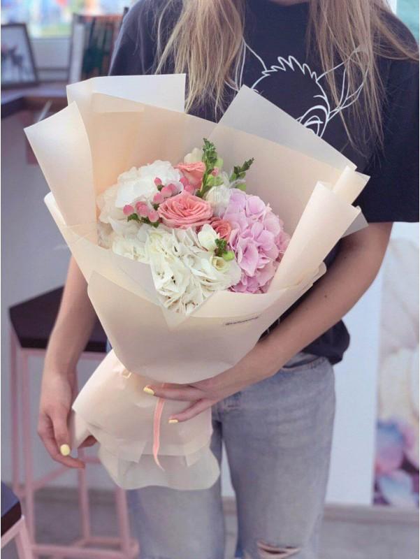 Букет в ніжному бежевому упакуванні 'Soft beige' від Kiwi Flower Shop