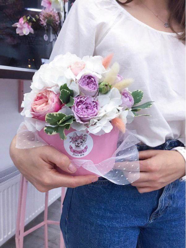 Цветочная композиция в шляпной коробке 'Wedding Veil' от Kiwi Flower Shop