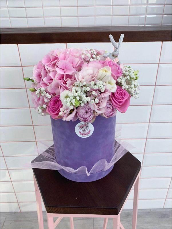 Квіткова композиція в оксамитовій шляпній коробці 'Purple dream' від Kiwi Flower Shop
