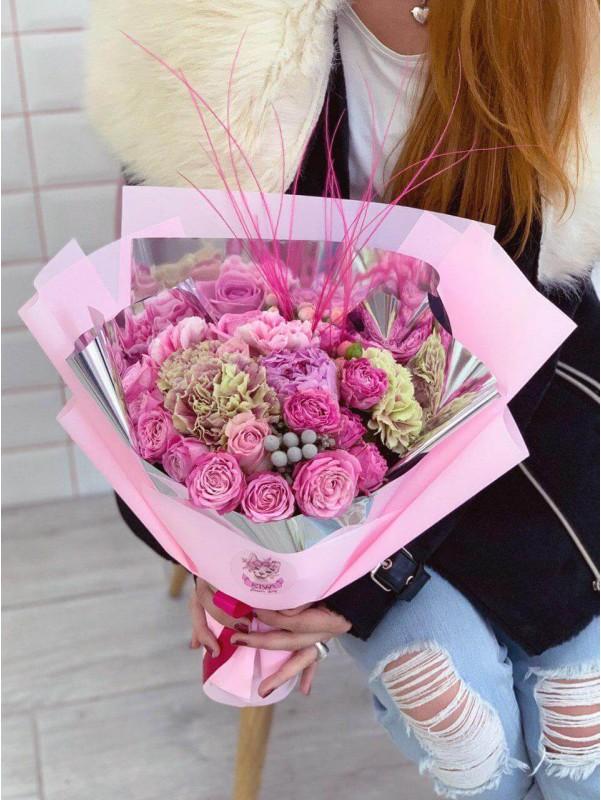 Букет 'Cosmic pink' от Kiwi Flower Shop