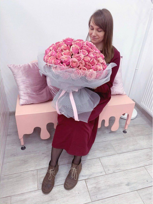 Bouquet of 101 pink roses by Kiwi Flower Shop
