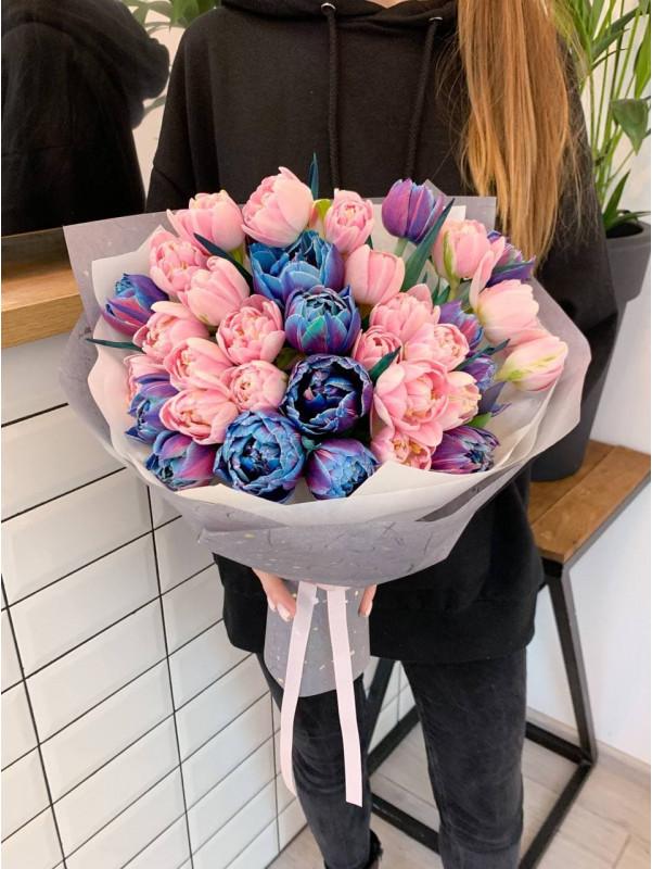 Микс космических и розовых тюльпанов | Букеты из тюльпанов от Kiwi Flower Shop