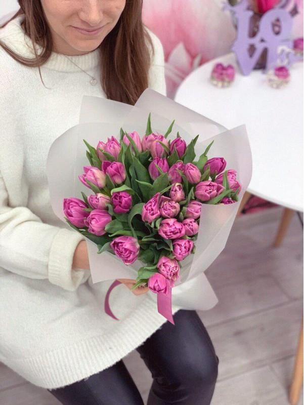 Нежный монобукет из пионовидных тюльпанов 'Purple tulips' от Kiwi Flower Shop