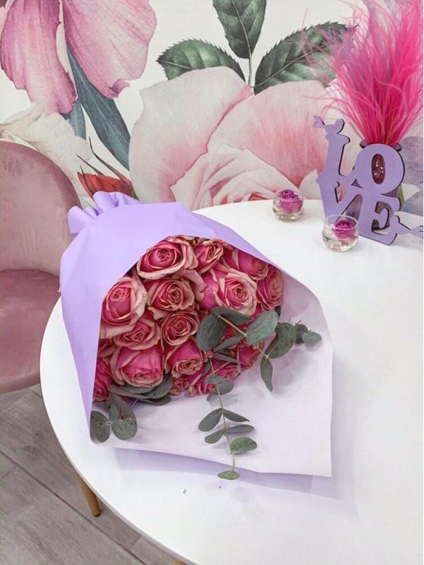 Яркий монобукет из 21 розы 'Lady Eve' от Kiwi Flower Shop