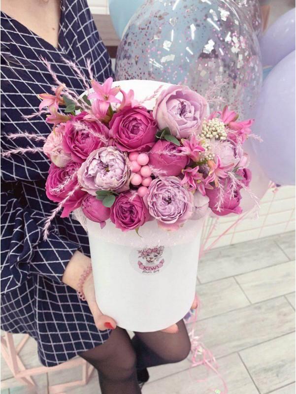 Флористическая композиция в коробке 'Tender box' от Kiwi Flower Shop