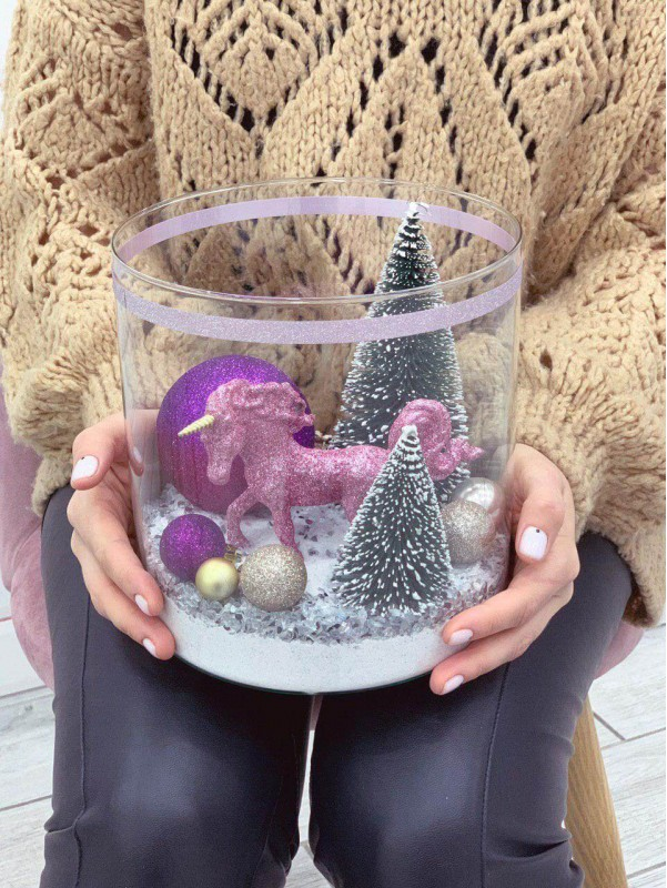 Композиція в скляній вазі 'Winter unicorn' від Kiwi Flower Shop