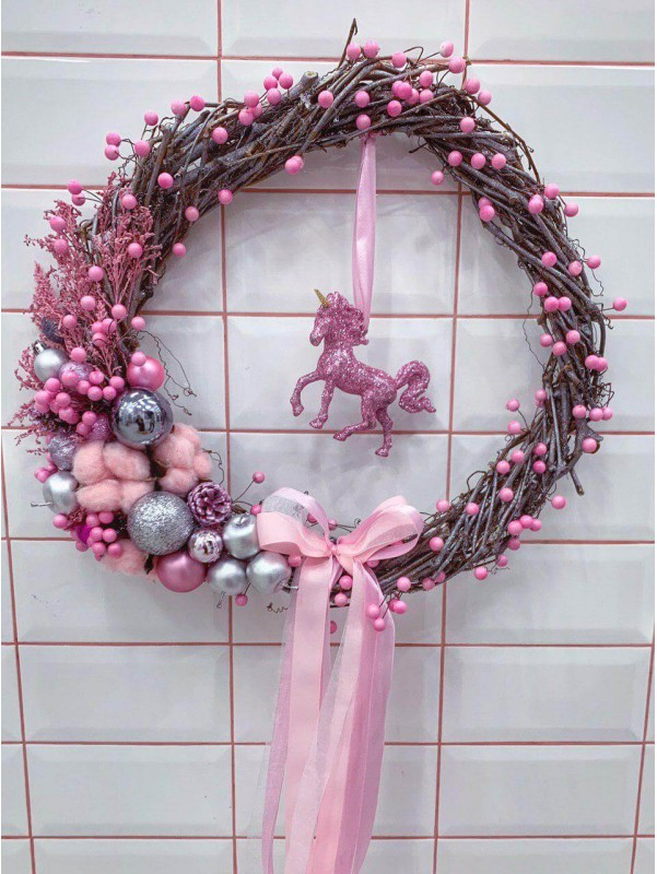 Рождественский венок ручной работы 'Pink Christmas wreath' by Kiwi Flower Shop