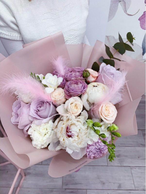 Combined bouquet in package 'Feather lightness' by Kiwi Flower Shop