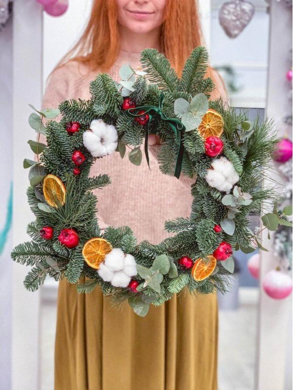 Рождественский венок ручной работы 'Winter fairy tale' от Kiwi Flower Shop