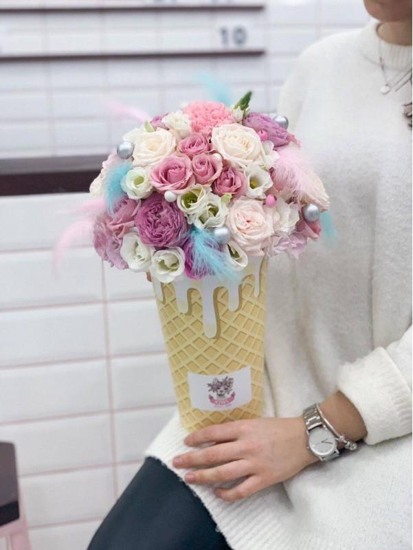 Цветочная композиция в 'вафельном' рожке 'Flower ice-cream' от Kiwi Flower Shop