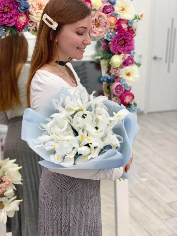 Моно букет з ірисів 'Pure feelings' від Kiwi Flower Shop