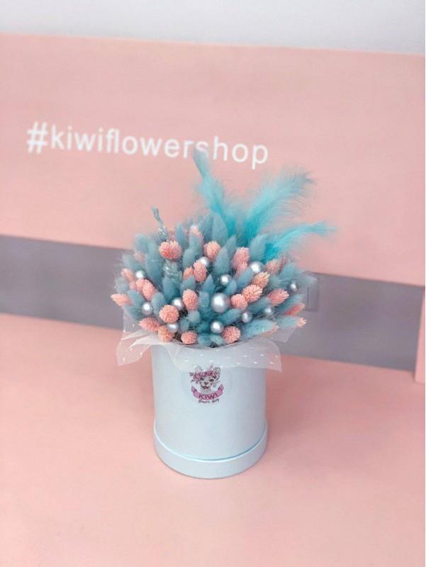 Композиция в коробке с сухоцветами 'Tiffany box' от Kiwi Flower Shop