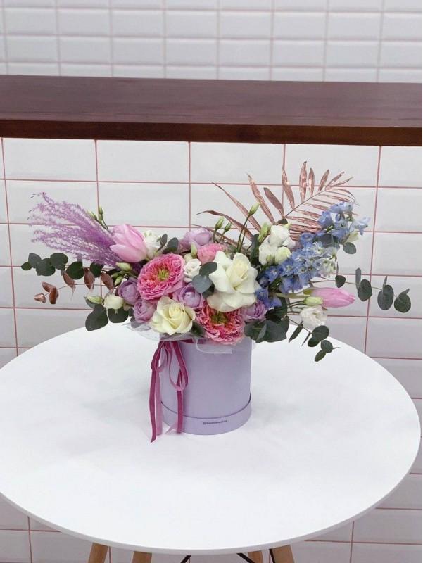 Композиція в шляпній коробці 'Flower splash' від Kiwi Flower Shop