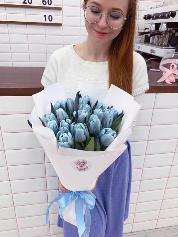 Монобукет з пофарбованих блакитних тюльпанів 'Blue moon' від Kiwi Flower Shop