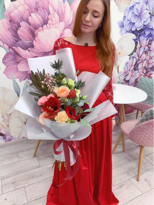 Комбінований букет 'Red passion'. від Kiwi Flower Shop