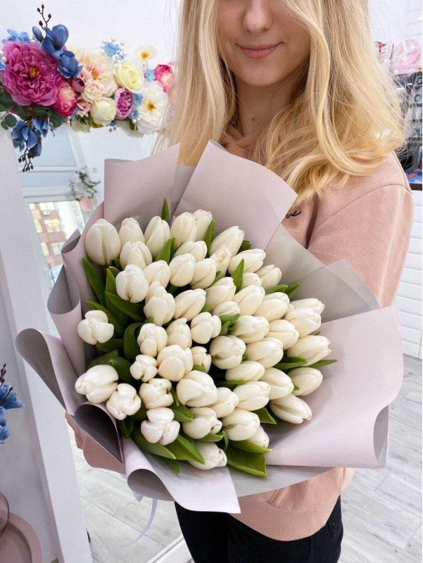Mono-bouquet of 51 white tulips by Kiwi Flower Shop