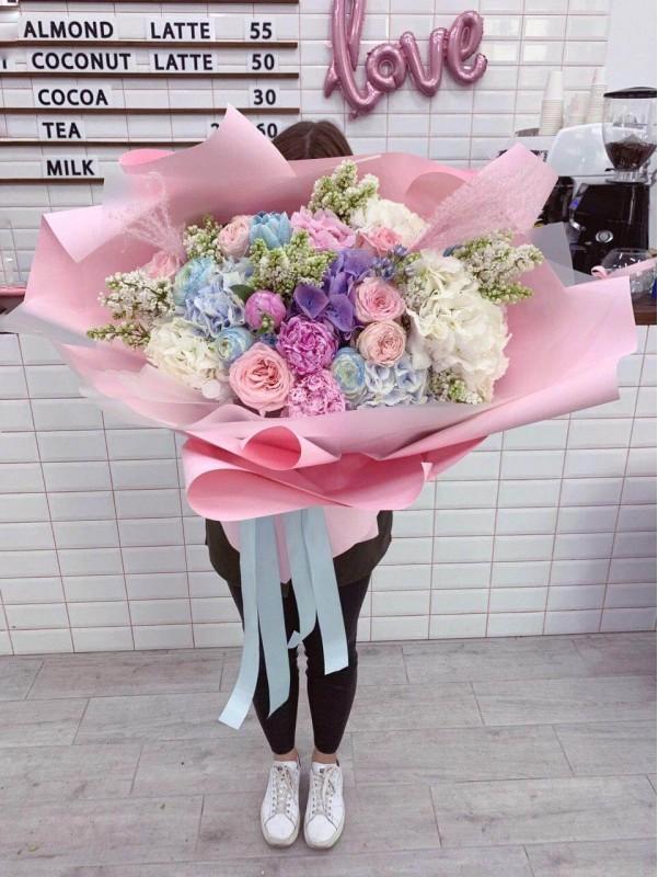 Комбинированный букет-гигант «Нежные чувства» от Kiwi Flower Shop