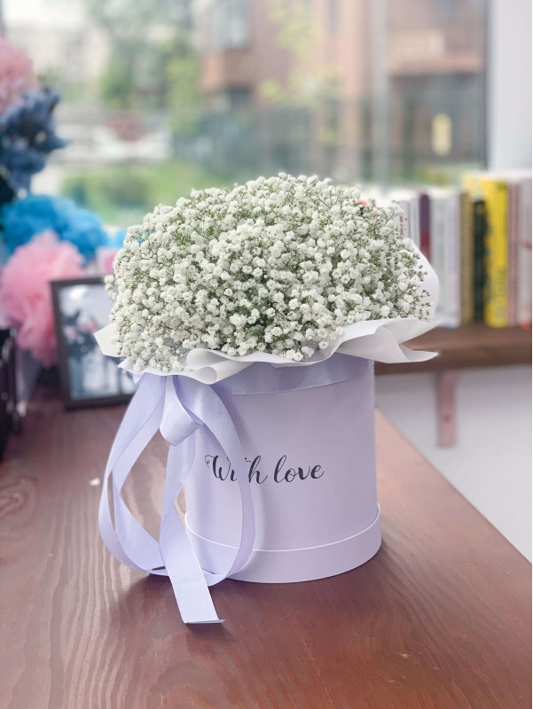 Mono-bouquet in a box 'White Cloud' by Kiwi Flower Shop