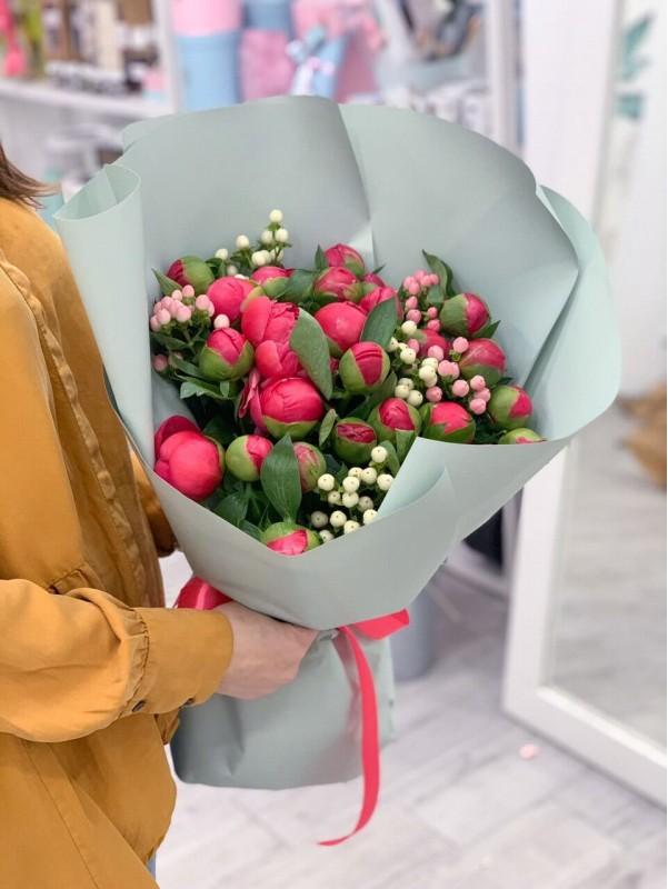 Букет из 29 пионов от Kiwi Flower Shop
