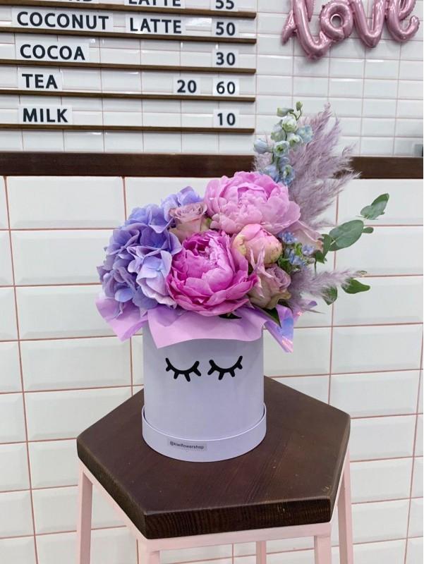 Cute purple box | Квіти в шляпній коробці від Kiwi Flower Shop