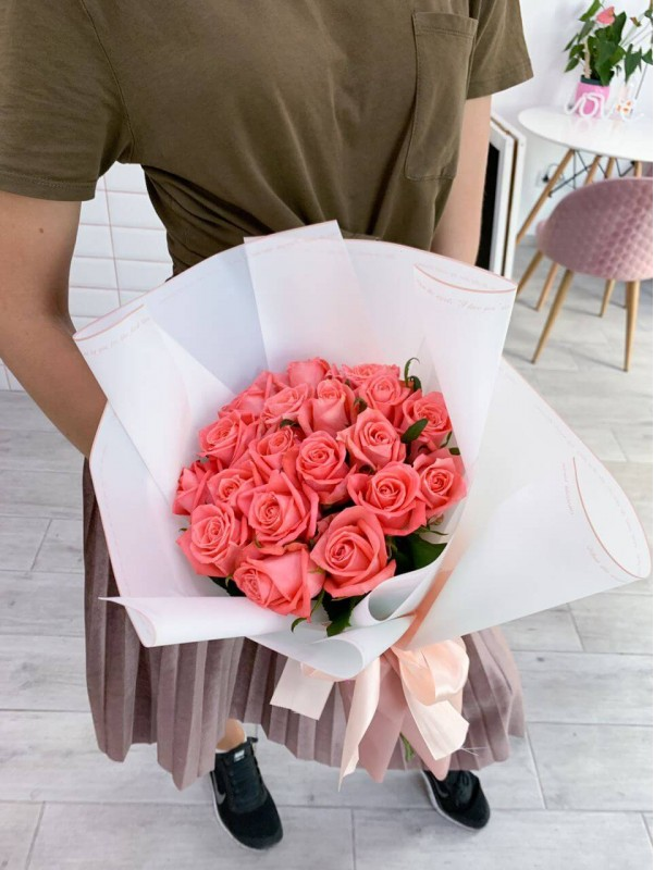 Monobouquet of 19 roses by Kiwi Flower Shop