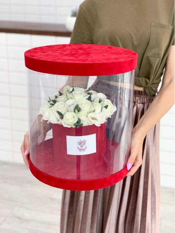Цветы в бархатной коробке 'Red & White box' от Kiwi Flower Shop