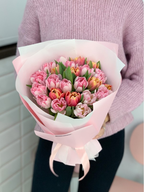 Bouquet of 21 tulips | Bouquets of tulips by Kiwi Flower Shop