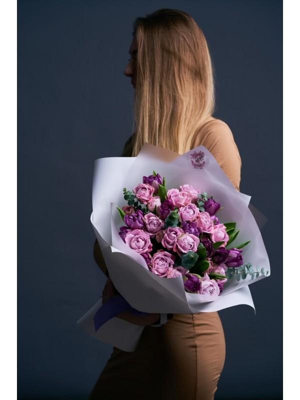Букет з піоновидних троянд та тюльпанів | Комбіновані букети від Kiwi Flower Shop