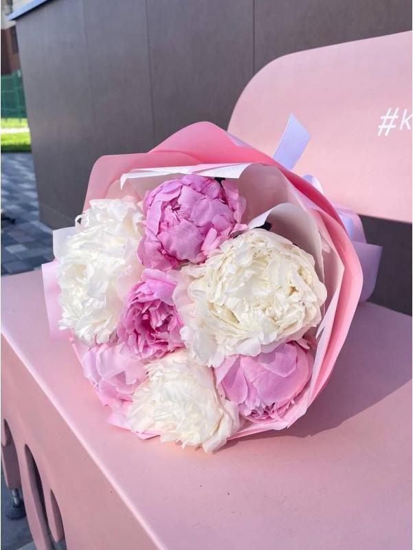 Монобукет из белых и розовых пионов | Букеты из пионов от Kiwi Flower Shop