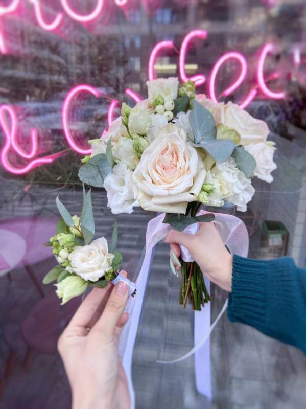 Свадебный букет с садовой розой и эустомой | Свадебные букеты от Kiwi Flower Shop