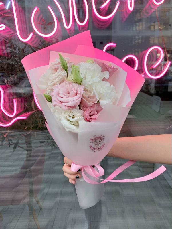 Букет комплимент с эустомой  | Букет комплимент от Kiwi Flower Shop