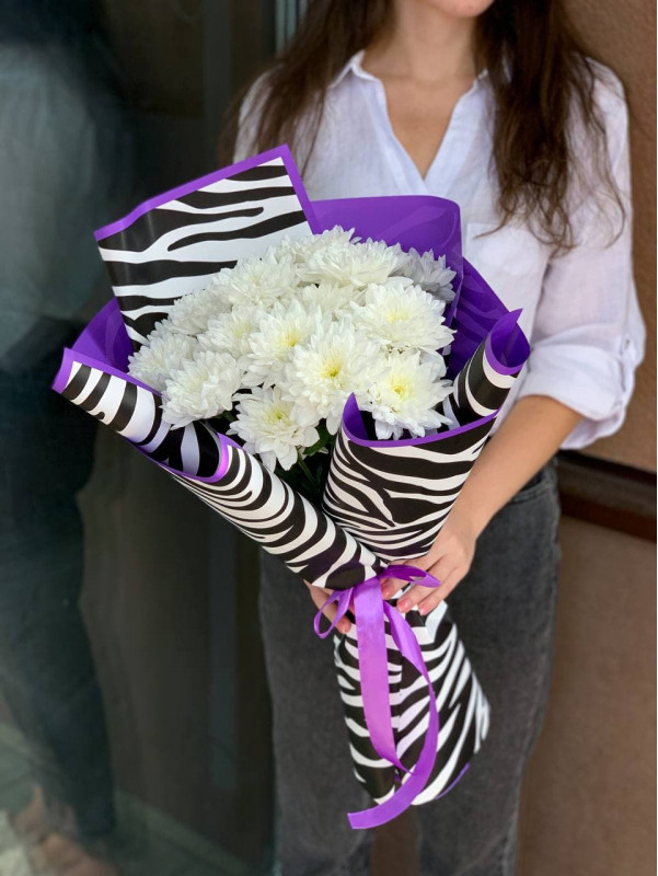 """Compliment with chrysanthemum """"Violet animal"""" 