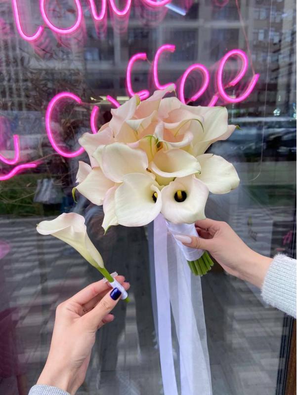 Свадебный букет с каллами | Свадебные букеты от Kiwi Flower Shop
