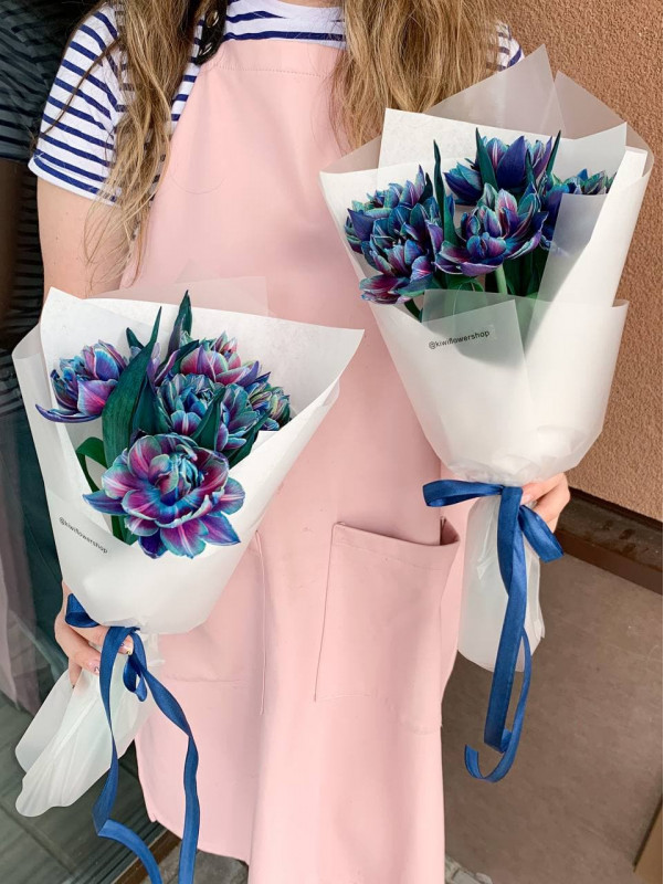 Compliment with cosmic tulips | Bouquets of tulips by Kiwi Flower Shop