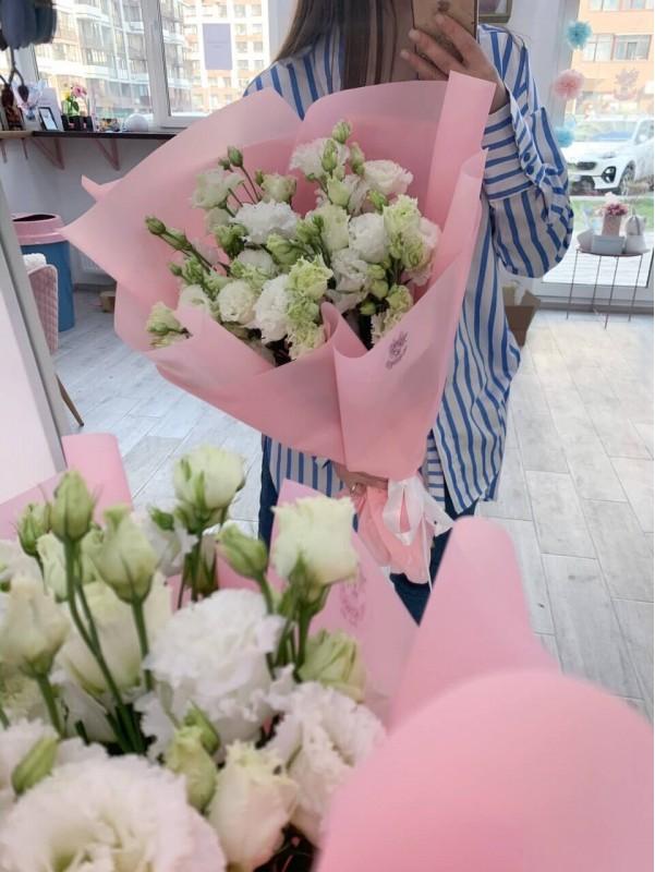 "Моно букет из белой кружевной эустомы ""White tenderness"". от Kiwi Flower Shop"