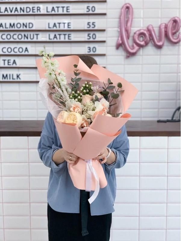 Combined bouquet 'Peach fantasy' by Kiwi Flower Shop