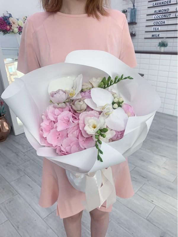 Комбинированный букет 'Gorgeous Orchid'. от Kiwi Flower Shop