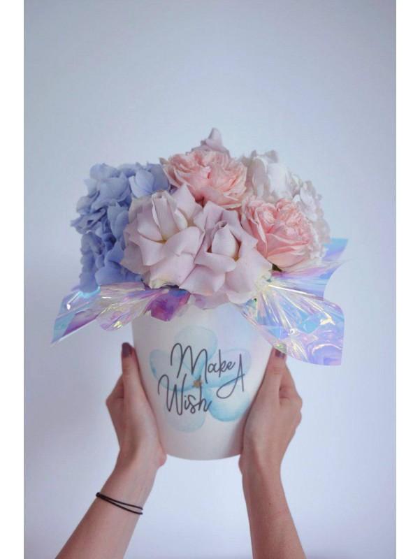 Квіткова композиція в круглій шляпній коробці 'Make a Wish' від Kiwi Flower Shop