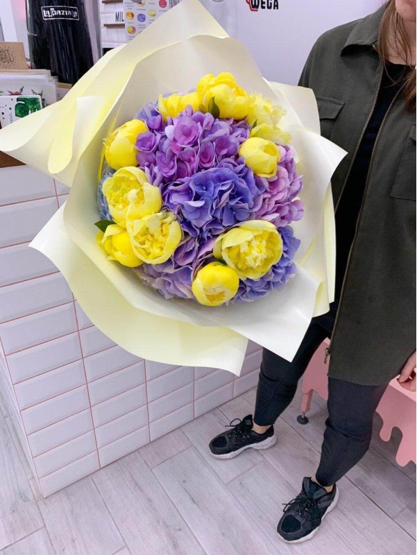 Purple and yellow | Mixed bouquets by Kiwi Flower Shop