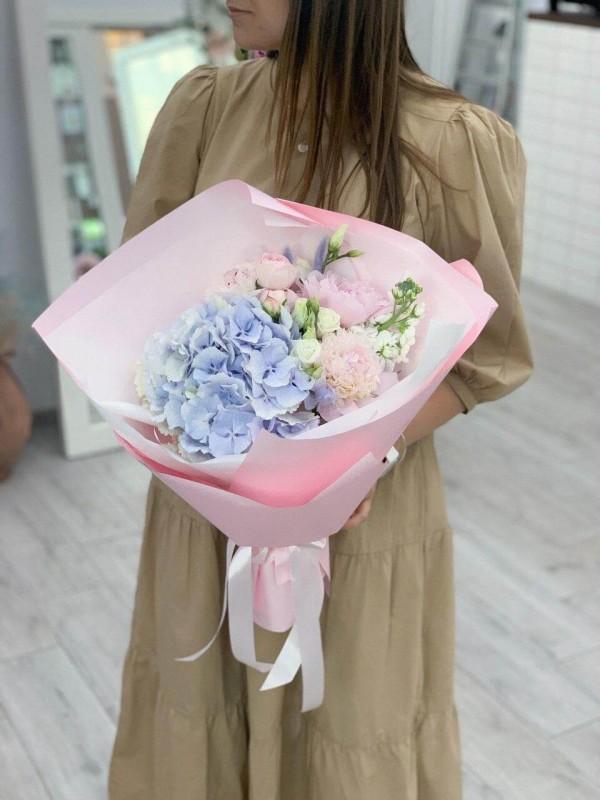 Комбинированный букет 'Pink tenderness'. от Kiwi Flower Shop