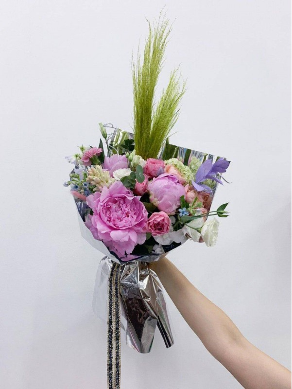 Авторський комбінований букет 'Artists fantasy'. від Kiwi Flower Shop