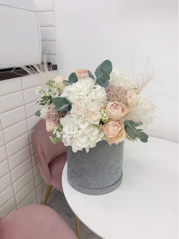 Peach love | Flowers in a Velvet Box by Kiwi Flower Shop