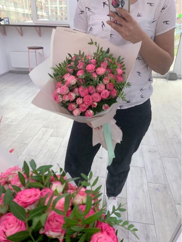 Моно букет из кустовых роз. от Kiwi Flower Shop