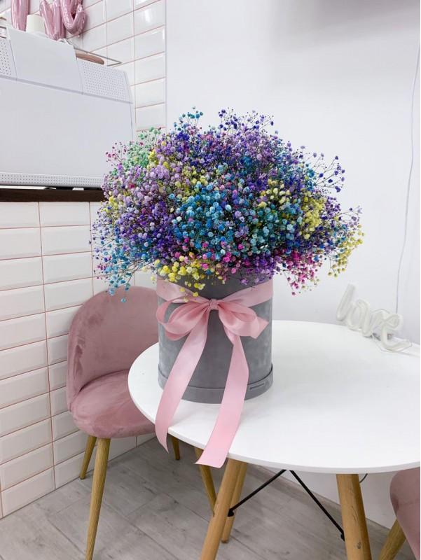 Райдужна гіпсофіла в оксамитовій коробці. від Kiwi Flower Shop