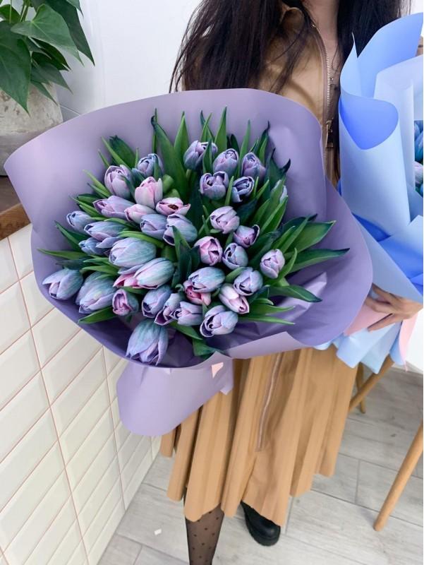 Моно букет з фарбованих тюльпанів. від Kiwi Flower Shop