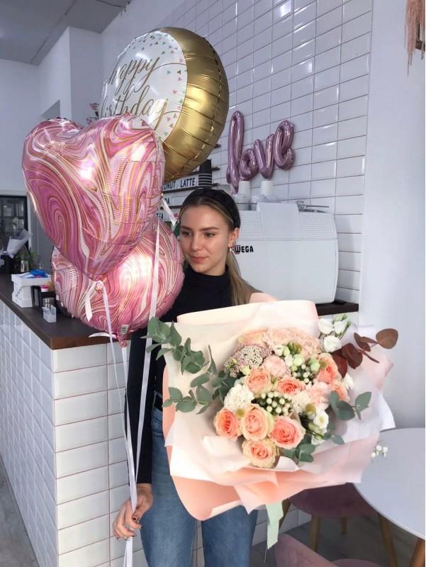 Святковий набір букет та кульки 'Peach sorbet'. від Kiwi Flower Shop