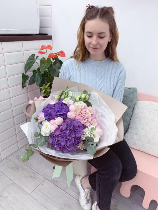 Комбинированный букет 'Pink and purple'. от Kiwi Flower Shop